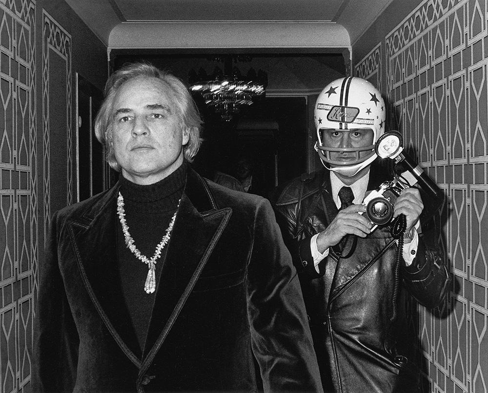 shoot-stadtmuseum-muenchen-galella-brando-helmet-1974-photo-international