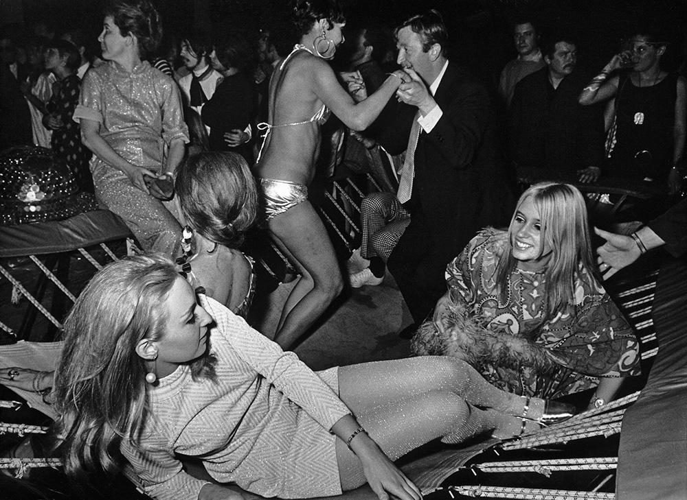 shoot-stadtmuseum-muenchen-galella-tramboline-1967-photo-international